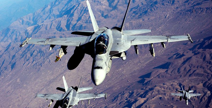 F/A-18Fs being refueled over Afghanistan in 2010. Image: U.S. Air Force/Flickr