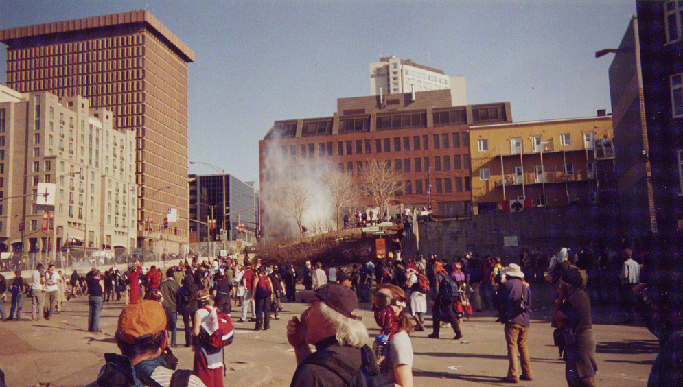 Protests during the third Summit of the Americas on 21 April 2001 in Quebec City. Image credit: Personal snapshot by Montréalais/Wikimedia Commons