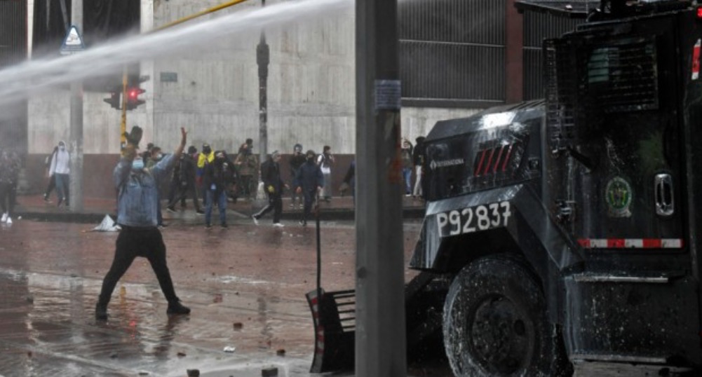 Colombian police truck faces protester. Image: Neda Amani/Twitter