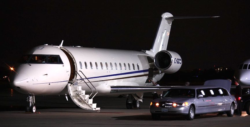 A private jet in Calgary. Image: Dave Sublack/Flickr