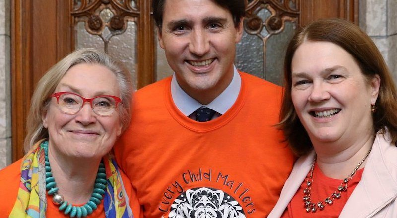 Minister of Crown-Indigenous Relations Carolyn Bennett, Prime Minister Justin Trudeau and former Minister of Health Jane Philpott on Orange Shirt Day in 2017. Image: Minister of Crown-Indigenous Relations/Twitter